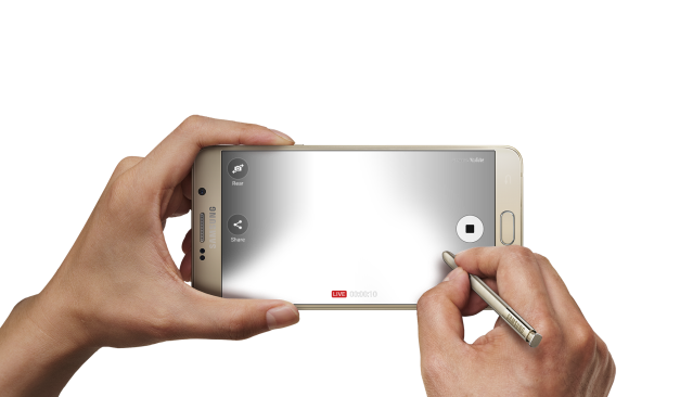 galaxy-note5_entertainment_feature_live-stream-hand